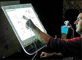 Pour déplacer un dossier sur votre ordinateur, il suffit de déplacer un doigt dans les airs !(Crédits : University at Buffalo)