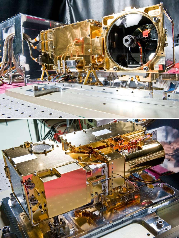 L'instrument ChemCam vu de face (en haut) et de derrière. Il est ici au Centre spatial de Toulouse en 2008 (à l'époque le lancement était prévu en 2009). © Cnes/Girard Sébastien, 2008