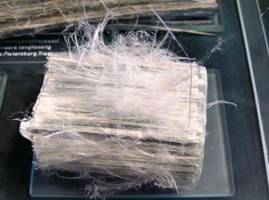 L'amiante blanc, encore appelé amiante chrysotile, est dangereux mais n'a pas encore fait l'objet d'un accord dans le cadre d'une convention pour interdire son utilisation. © Wikipédia, CC by-sa 3.0