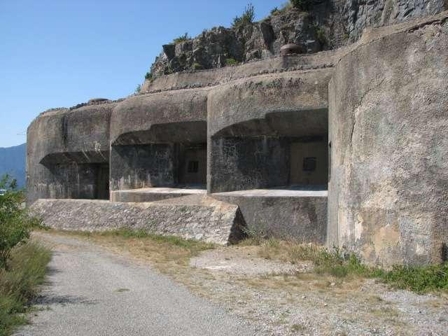 Blocs de la ligne Maginot à Rimplas (Alpes-Maritimes). L'envahisseur allemand a contourné la ligne Maginot en 1940, en passant par la Belgique. © Bertrand99, Wikimedia Commons, cc by sa 3.0