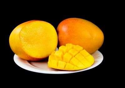 Les mangues, riches en bêta-carotène et vitamine E, améliorent la qualité du sperme des grillons. © Les Scholz/shutterstock.com
