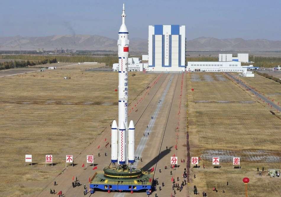 Le lanceur utilisé pour lancer la capsule Shenzhou-9 sera le même que celui de la mission précédente (à l'image) avec néanmoins quelques améliorations techniques en fiabilité et sécurité. © Reuters