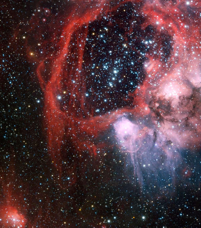 L'amas d'étoiles NGC 1929 est entouré d'une superbulle au sein du Grand Nuage de Magellan. © Manu Mejias/ESO