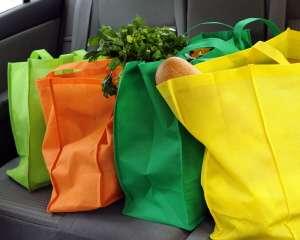 Bien choisir ses produits alimentaires lors des courses permet de réduire ses émissions de carbone. © Glenda M. Powers