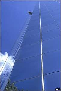 Le silicium combiné avec l'oxygène donne facilement du verre, de même que le germanium.Est-ce possible avec le carbone ?