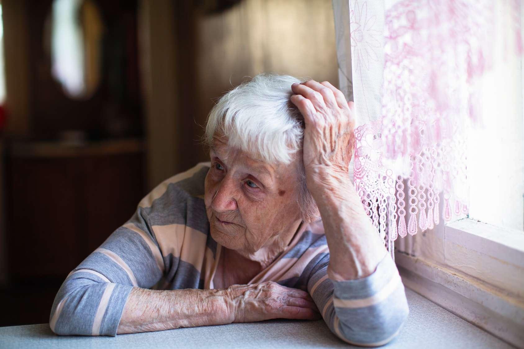 Près de la moitié des personnes atteintes d'Alzheimer soufrent d'apathie. © De Visu - Fotolia