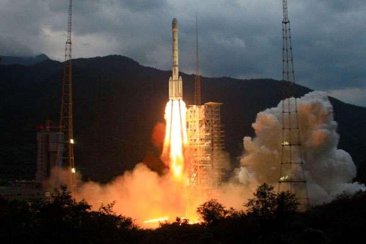 Au décollage, un lanceur Longue Marche 3C identique à celui utilisé hier pour lancer la mission Chang'e-3-T1. © CNSA