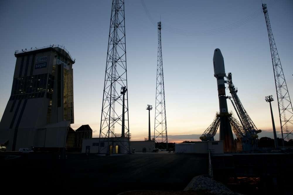 La fusée Soyouz ST va passer la nuit sur son pas de tir. © Esa / S. Corvaja, 2011