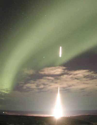 Expérience similaire, tentée avec une seule fusée, en 2003. Crédit Nasa