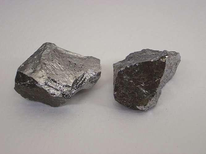 L'apparence du manganèse est proche de celle du fer. © W. Oelen, Wikimedia Commons, CC by-sa 3.0