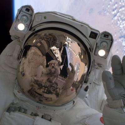 Sortie dans l'espace durant la mission STS-114
