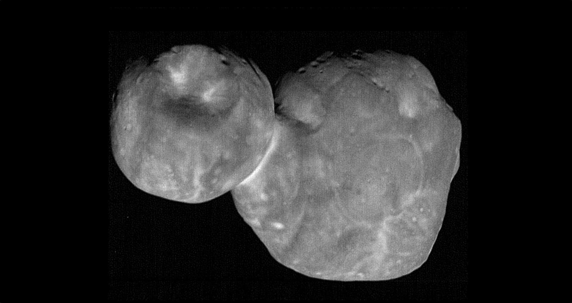 Une des photos les plus détaillée de l'astéroïde Arrokoth. © Nasa, JHAUPL, SwRI
