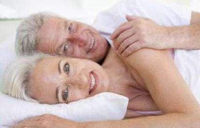 Ce n'est pas parce qu'on a des antécédents cardiovasculaires qu'il faut se priver de sexe. L'avis favorable d'un cardiologue peut permettre de retrouver un état de bien-être psychologique. © Phovoir