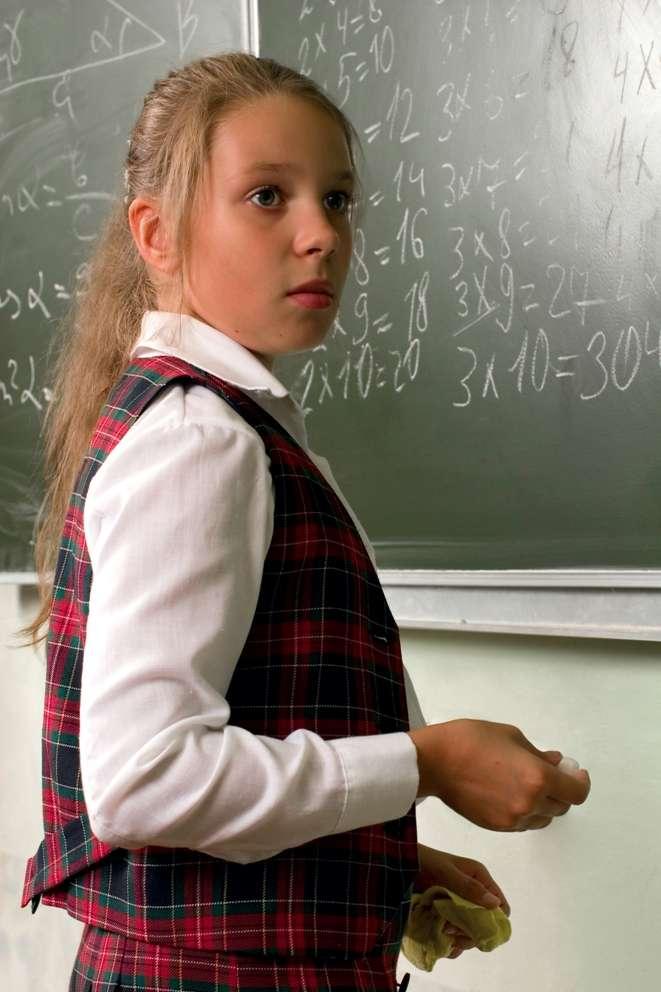 À l'école, les mathématiques peuvent être source de souffrance psychique et, cette étude le montre, à la limite du physique. Ce n'est pas un hasard si la plupart des personnes anxieuses à l'idée de résoudre une équation évitent cette situation et ne font pas carrière dans les sciences dures. © Genlady, StockFreeImages.com