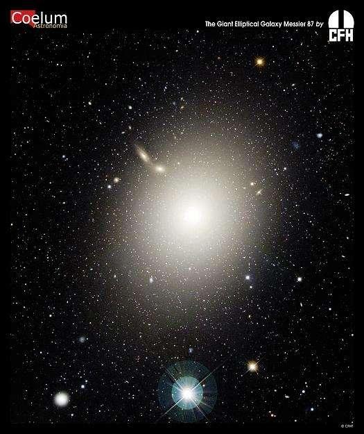 La galaxie elliptique M87, très massive, possède environ 15.000 amas globulaires, ce qui est énorme en comparaison des quelque 160 environ connus dans la Voie lactée. © Canada France Hawaii Telescope, J.-C. Cuillandre (CFHT), Coelum