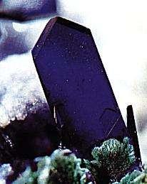L'azurite est un cristal du système monoclinique. © DR