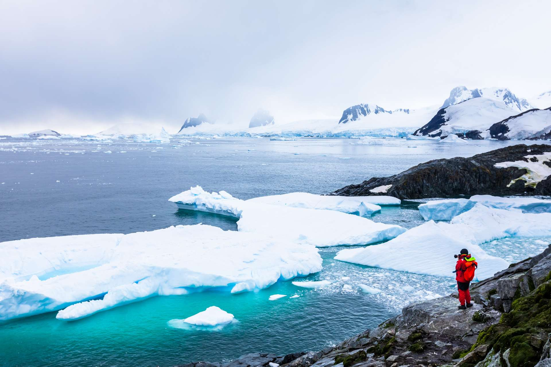 L'Antarctique, situé au pôle Sud de la Terre, est un continent. © NicoElNino, Adobe Stock