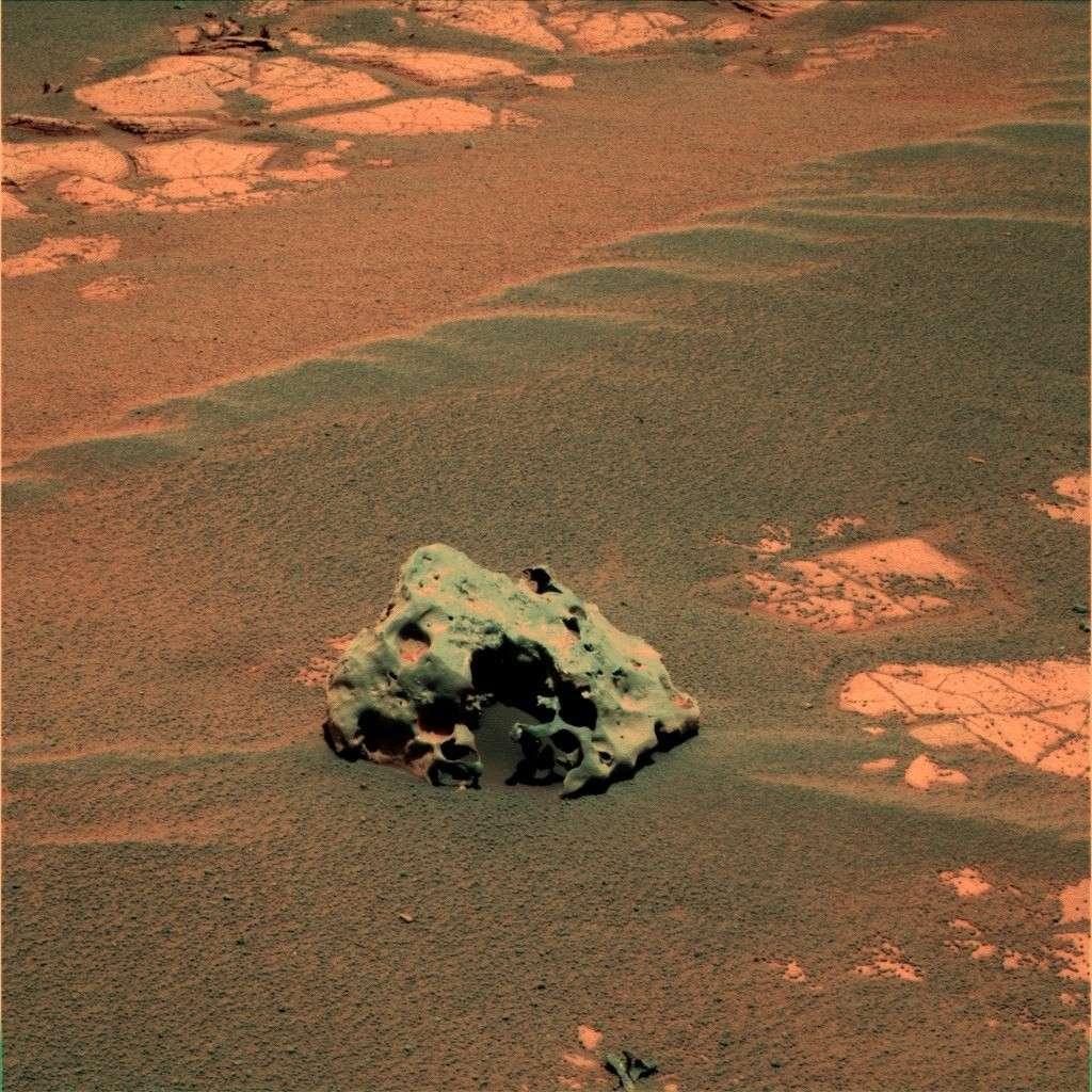Mackinac, dernière météorite découverte par Opportunity sur Mars. Crédits : Nasa / JPL / couleur D. Bouic
