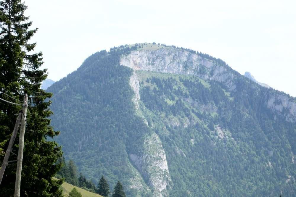 La pointe d'Autigny, vue d'Abondance (Haute-Savoie), dans la vallée de la Durance. Un éboulement a découvert l'anticlinal. © Jean-Luc Goudet/Futura-Sciences