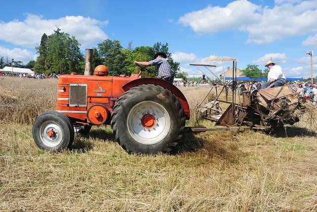 En France, il est interdit de rouler sur les routes avec un véhicule utilisant de l'huile végétale comme carburant. Les agriculteurs peuvent toutefois s'en servir pour leurs tracteurs, dans leurs champs, en toute légalité. © Cletus Awreetus, Flickr, CC by-nc 2.0