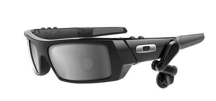 D'après la rumeur, le prototype de lunettes développé par Google ressemblerait assez à ces lunettes MP3 vendues par Oakley. © Oakley