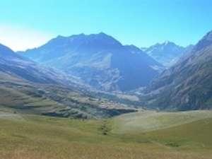 Haute vallée de la Romanche, en amont du Villar d'Arène. Les services écologiques fournis par de telles régions de montagne sont plus particulièrement vulnérables aux changements globaux.