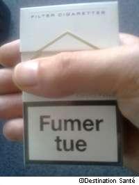 Pour ne pas augmenter encore les risques de cancer du poumon, décalez la première cigarette au moins 1 heure après votre réveil. © Destination Santé
