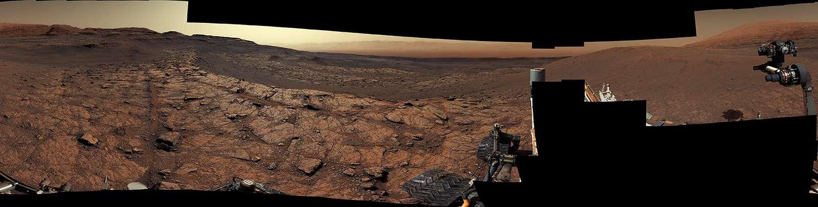 Panorama rassemblant 122 images individuelles prises par la Mastcam de Curiosity le 18 novembre 2020. © Nasa, JPL-Caltech, MSSS