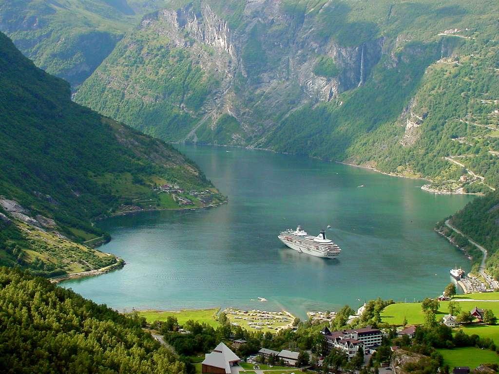 Croisière en Norvège dans le Geirangerfjord, inscrit sur la liste du patrimoine mondial de l'Unesco. © TravelingOtter, Flickr, cc by 2.0