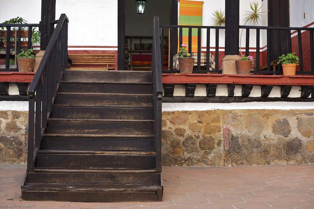 Rénover un escalier en bois permet de lui rendre sa jeunesse. © Maguis & David, Flickr, CC BY 2.0