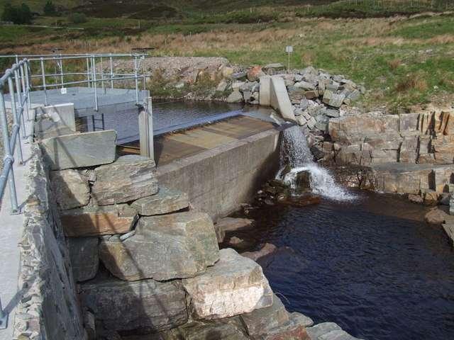 Une petite centrale hydroélectrique sur une rivière d'Écosse. © Paul Hookway, Geograph CC by-sa 2.0