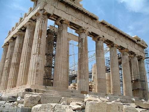 Le Parthénon, au sein de l'Acropole. Une reconstitution grandeur nature du Parthénon existe au parc du Centenaire, à Nashville, aux États-Unis. © MPD1605, Flickr, cc by sa 2.0