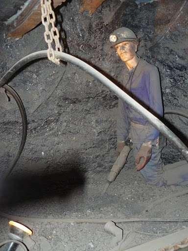 Dans les mines, les carrières ou les verreries, les travailleurs sont exposés à de fines poussières de silices. Sans protections adaptées, ces poussières peuvent entraîner une maladie pulmonaire : la silicose. © cbing73 CC by-nc-nd 3.0