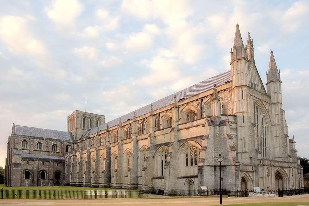 La cathédrale de Winchester est la seule au monde à posséder un clocher diatonique de 14 cloches. © Antony McCallum, Wikimedia Commons, cc by 3.0