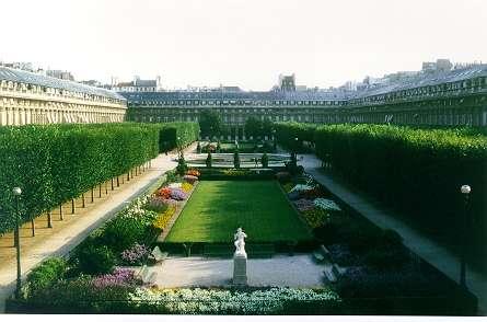 Le Conseil constitutionnel siège dans l'aile Montpensier du Palais-Royal, dont l'origine remonte à un immeuble acheté en 1624 par le cardinal de Richelieu qui le céda plus tard à son roi, Louis XIII. © Conseil Constitutionnel
