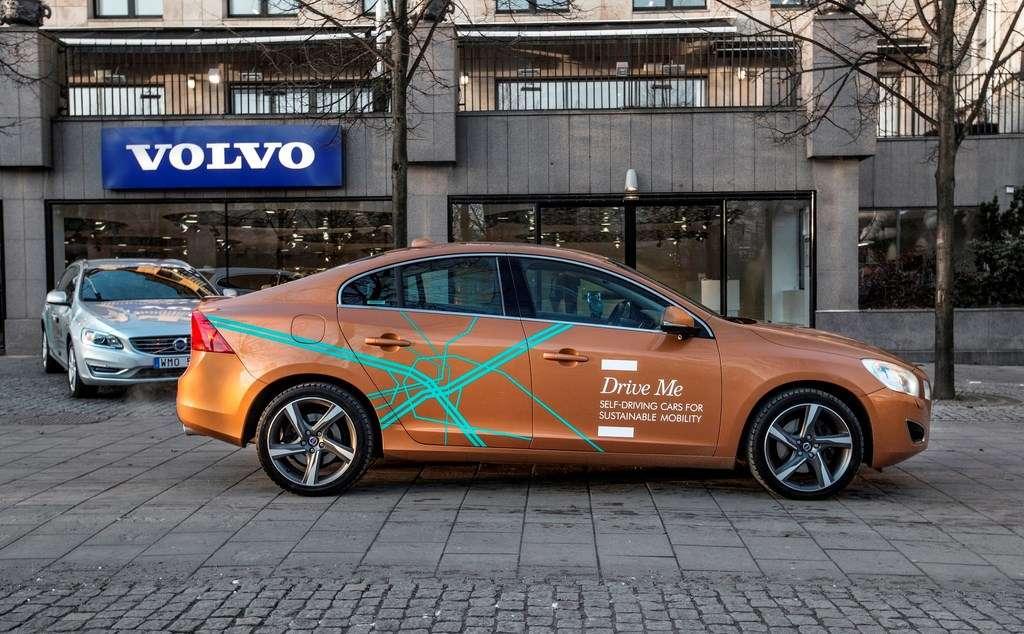 Volvo a commencé à tester ses véhicules autonomes sur les routes de la ville suédoise de Göteborg. Le projet Drive Me ambitionne de faire circuler une centaine de ces voitures d'ici 2017. © Volvo Car Group