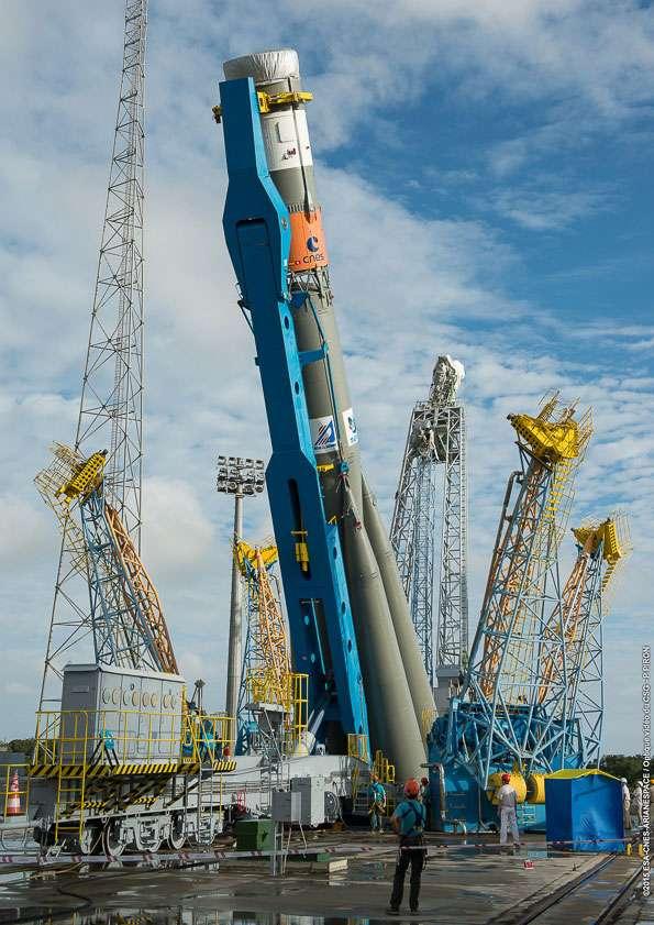 Le lanceur Soyouz, sans les satellites qu'il transportera, installé sur son pas de tir du Centre spatial guyanais. © Esa, Cnes, Arianespace, service optique CSG