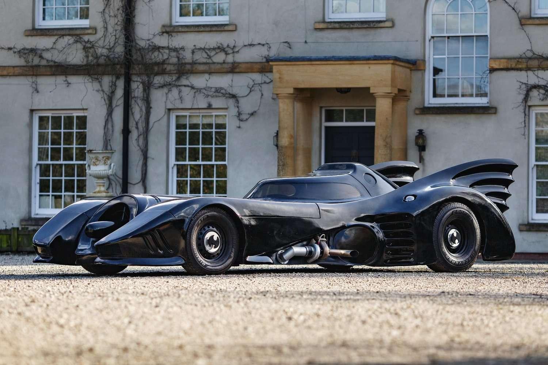 Cette Batmobile n'est pas un modèle original utilisé dans les deux Batman de Tim Burton, mais une réplique fidèle. © Bonhams