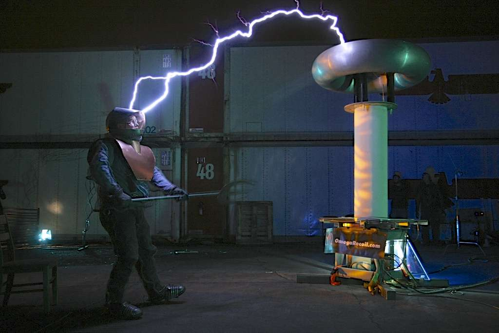 Gare à ne pas toucher directement les arcs électriques, sinon c'est la mort assurée © Willivolt by-nc-sa 2.0