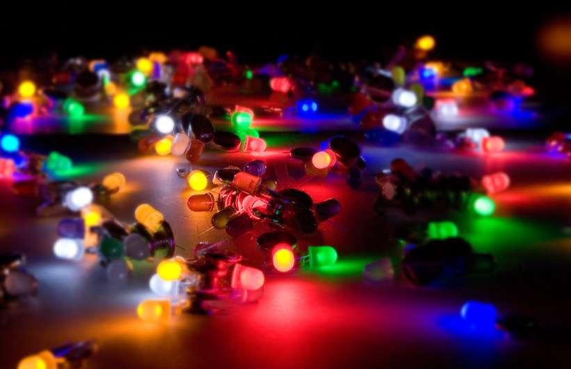 De la lampe à huile à la diode électroluminescente, l'histoire est longue... et elle continue de s'écrire. © DR
