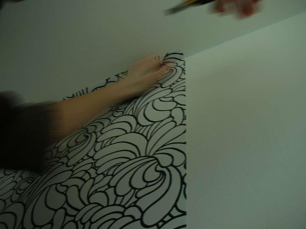 Il existe aujourd'hui des papiers peints qui se posent très facilement. © GuiGui, Flickr, CC BY 2.0