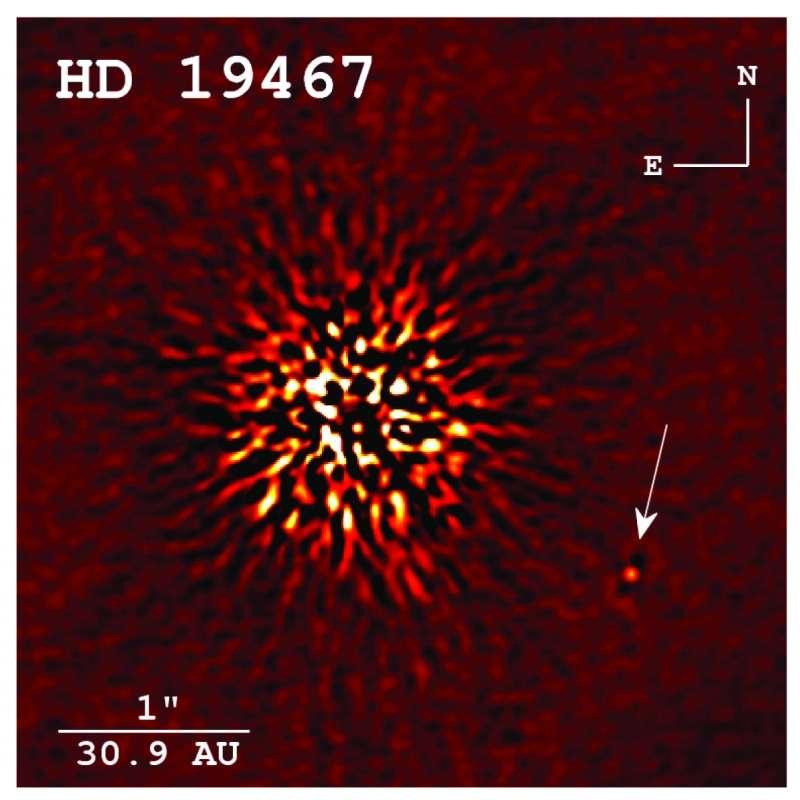 Image directe de la naine brune HD 19467 B (de type spectral T) capturée à l'observatoire Keck à Hawaï. Ce petit corps gazeux brille 100.000 fois moins que l'étoile HD 19467 (de type spectral G3 V) qu'elle accompagne. © Crepp et al., The Astrophysical Journal, 2014