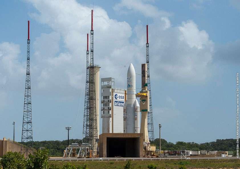 Ariane 5 transférée sur son pas de tir de l'Ensemble de Lancement Ariane n°3, d'où sera effectué le lancement. © Esa, Cnes, Arianespace, service optique CSG