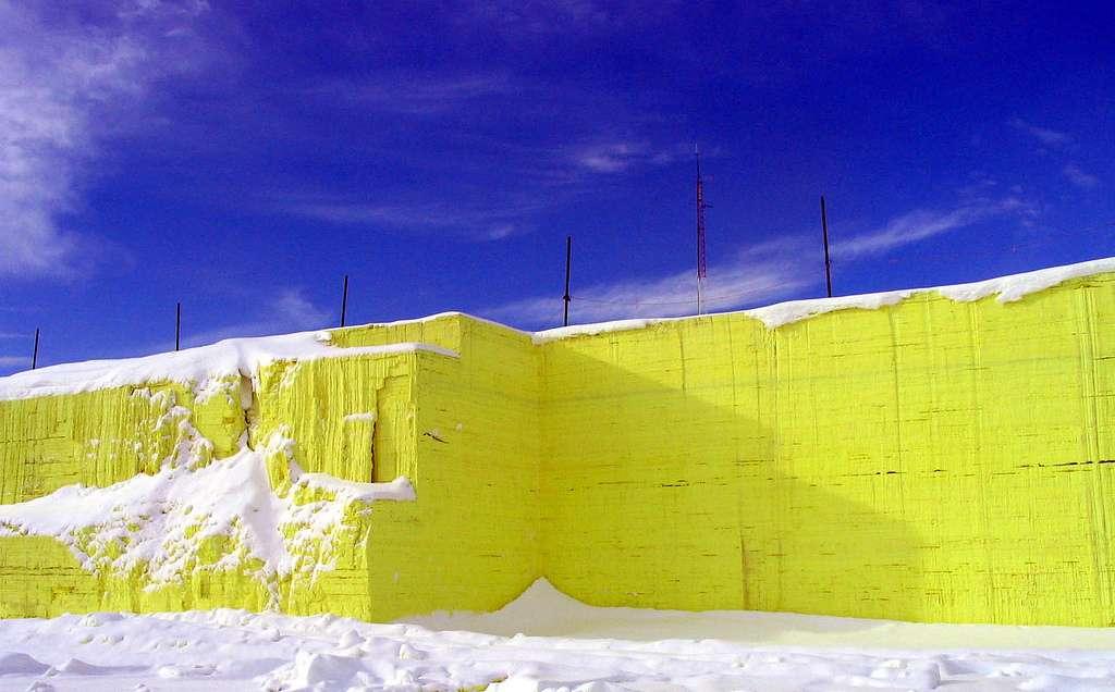 Le soufre est reconnaissable entre tous les éléments par sa couleur jaune vif. © G_McKenna, Flickr, CC by-nc 2.0