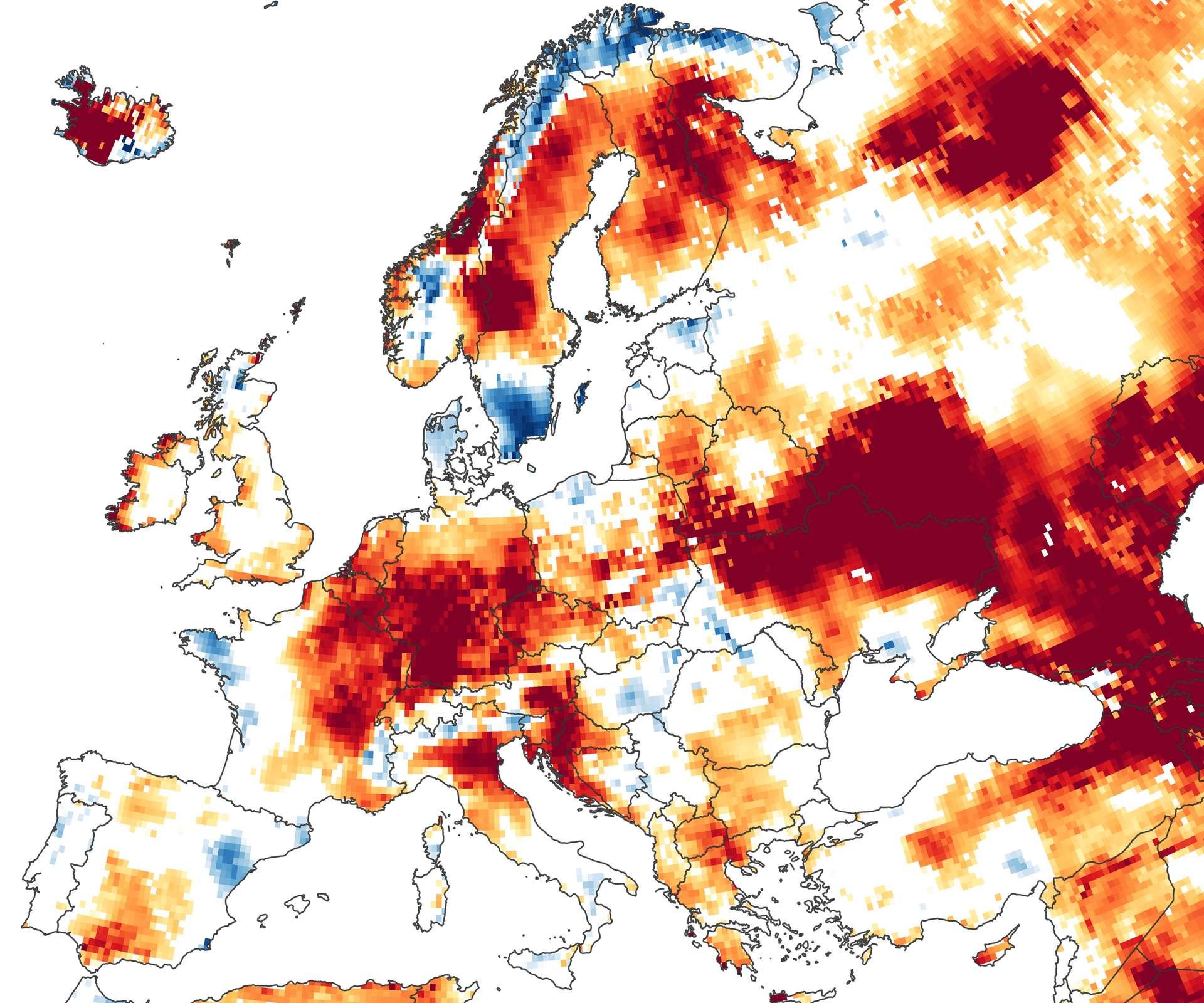 Sur cette carte réalisée à partir des données acquises par les satellites Grace-FO, la sécheresse est déjà bien installée dans une grande partie de l'Europe dés le début de l'été 2020, le 22 juin. L'hiver et le printemps ont particulièrement été doux et secs. © Nasa Earth Observatory