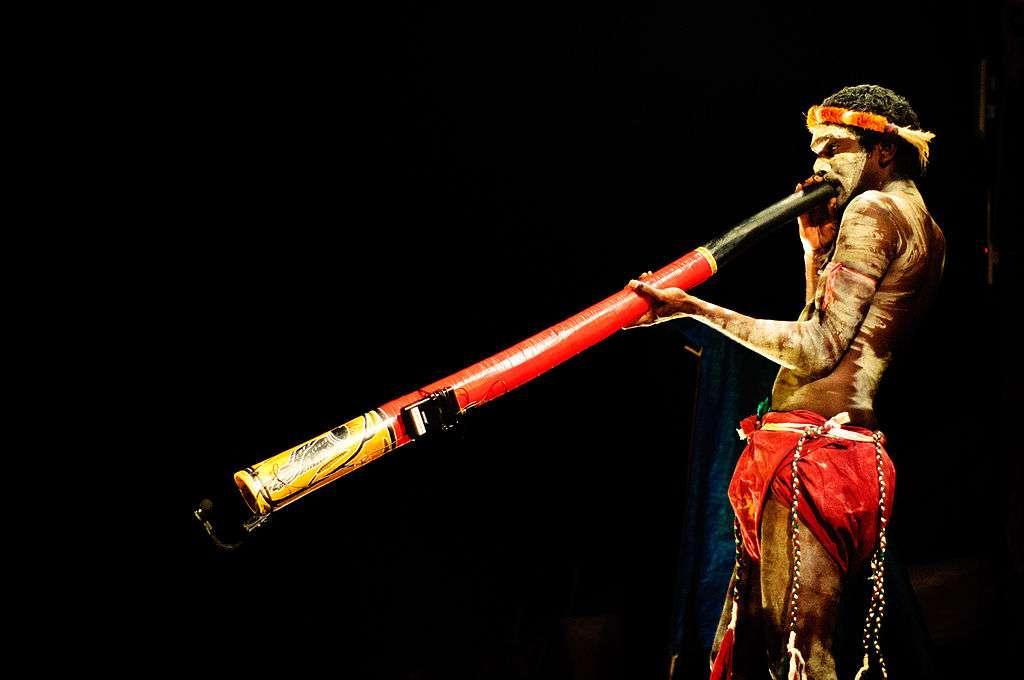 La musique traditionnelle évolue en même temps que des peuples s'isolent. Et constater les différences entre les chants rituels constitue semble-t-il un moyen fiable pour déterminer la distance qui sépare deux ethnies, et pourrait permettre de dater le moment de la séparation. © Graham Cumb, imagicity.com, cc by sa 3.0