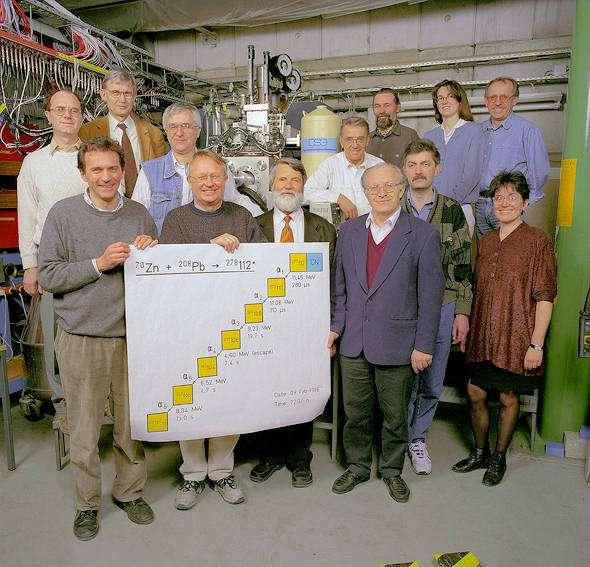 L'équipe du GSI ayant découvert l'élément 112. Crédit : A. Zschau, GSI