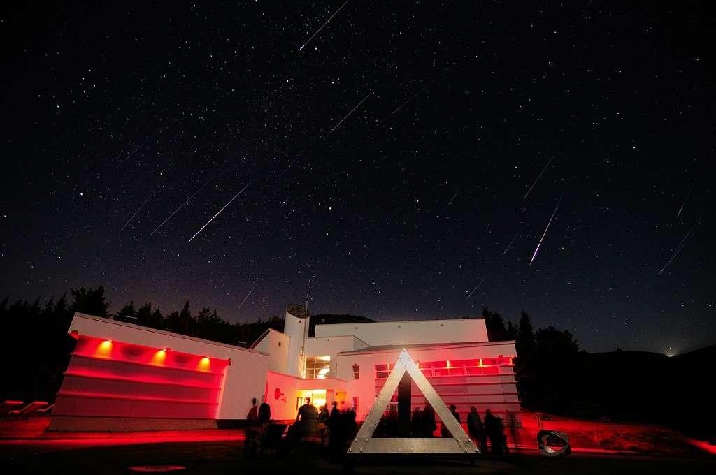 Comme pour les Perséides visibles sur cette image, les météores des Géminides peuvent produire un joli spectacle au mois de décembre. © R. Boucher