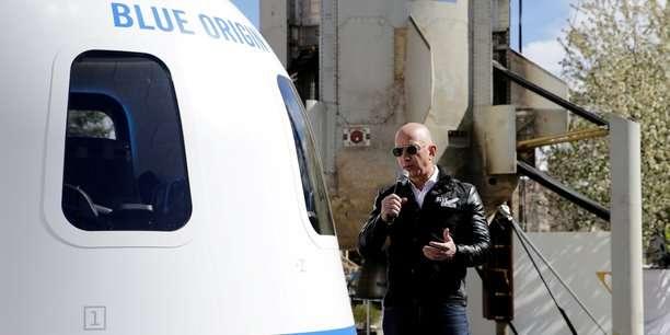 Jeff Bezos présentant la navette New Shepard. © Isaiah Downing