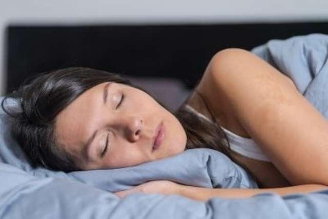 Le syndrome de la fatigue chronique peut finir par être difficilement supportable par la personne qui en est atteint. L'état de fatigue ne cède pas au repos et le sommeil n'est pas réparateur ce qui finit par affecter le moral. © Lars Zahner / shutterstock.com